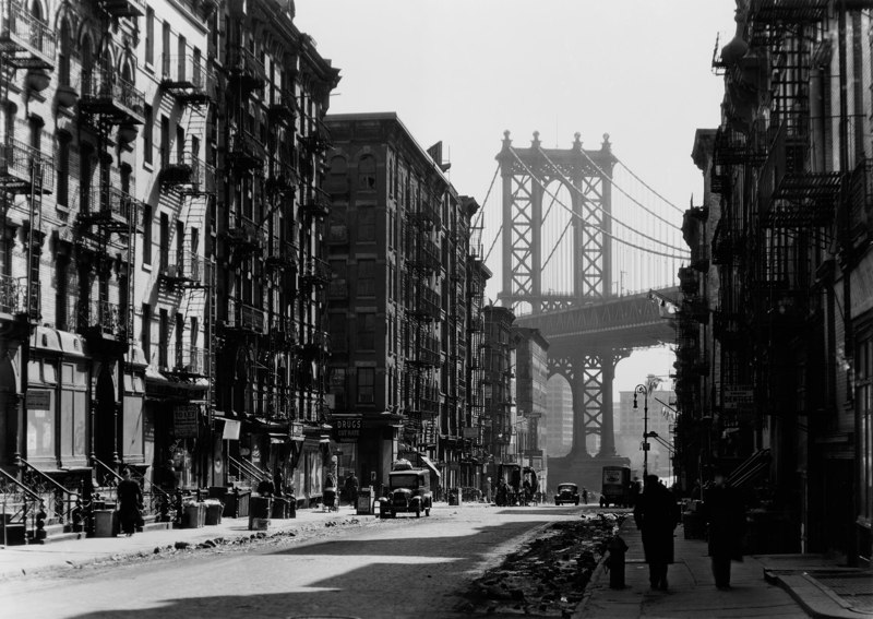 Berenice Abbott, Pike and Henry Streets, New York, 1936